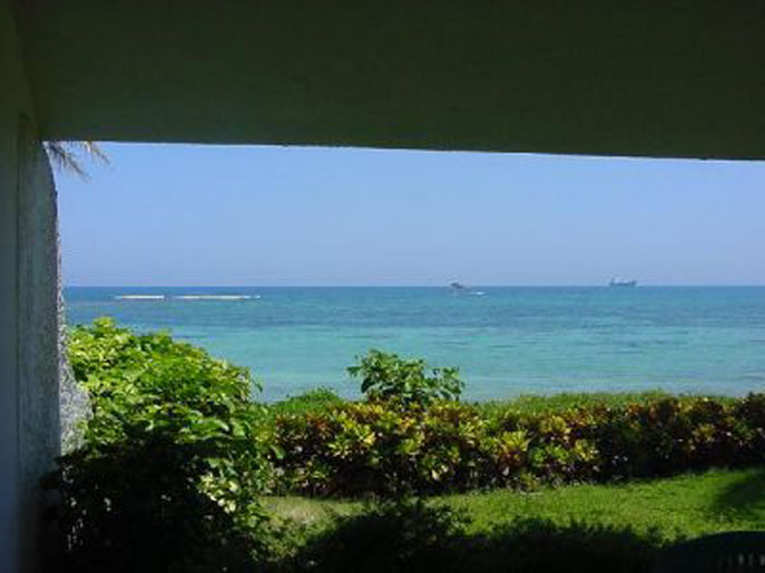 Idyllic Beach Front House. Private Access To The