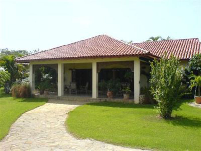 Stunning Villa With 4 Bedrooms 3 Bathrooms With