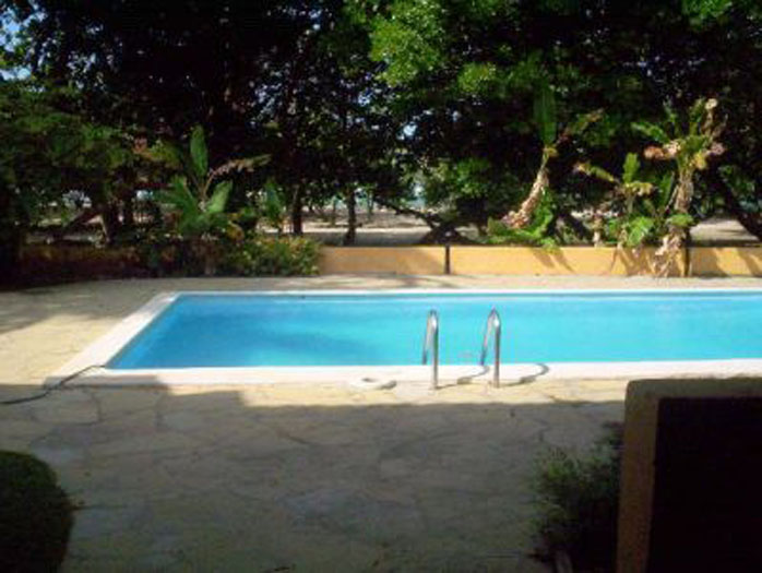 Large Well Kept Apartment Facing Beach, Pool.